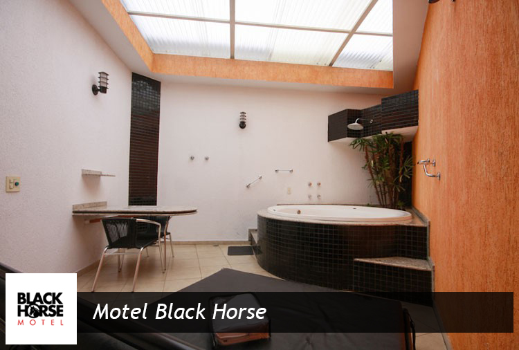Suítes com hidro ou ofurô  por apenas R$ 89,90 no Black Horse, em Cotia! Até 65% off no período de 12h ou 6h, aproveite!
